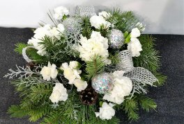 1 a All is white Christmas Table center