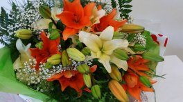 0 bouquet lilies orange white no vase