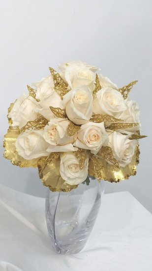 1 A Bridal Bouquet With White Roses With Gold 1 A Bridal Bouquet