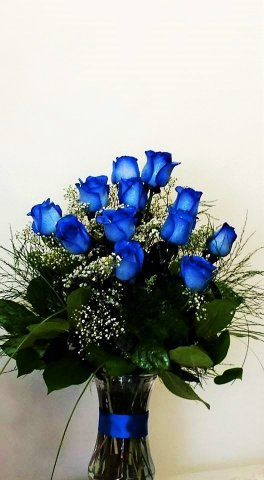 A blue Roses 12 vase flower arrangement
