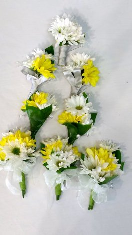1 1 corsages bouts Daisies for me