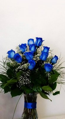 12 Blue Roses flower vase arrangement