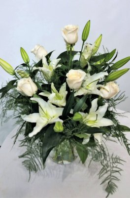 1 A roses lilies, white roses, white lilies